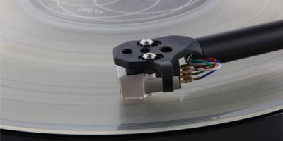 Rega Planar 1 (P1) Turntable - Black Gloss