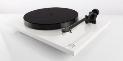 Rega Planar 1 PLUS Turntable with Built-in Moving Magnet Phono Stage (Gloss White)